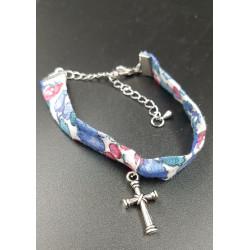 Bracelet fleuri avec croix